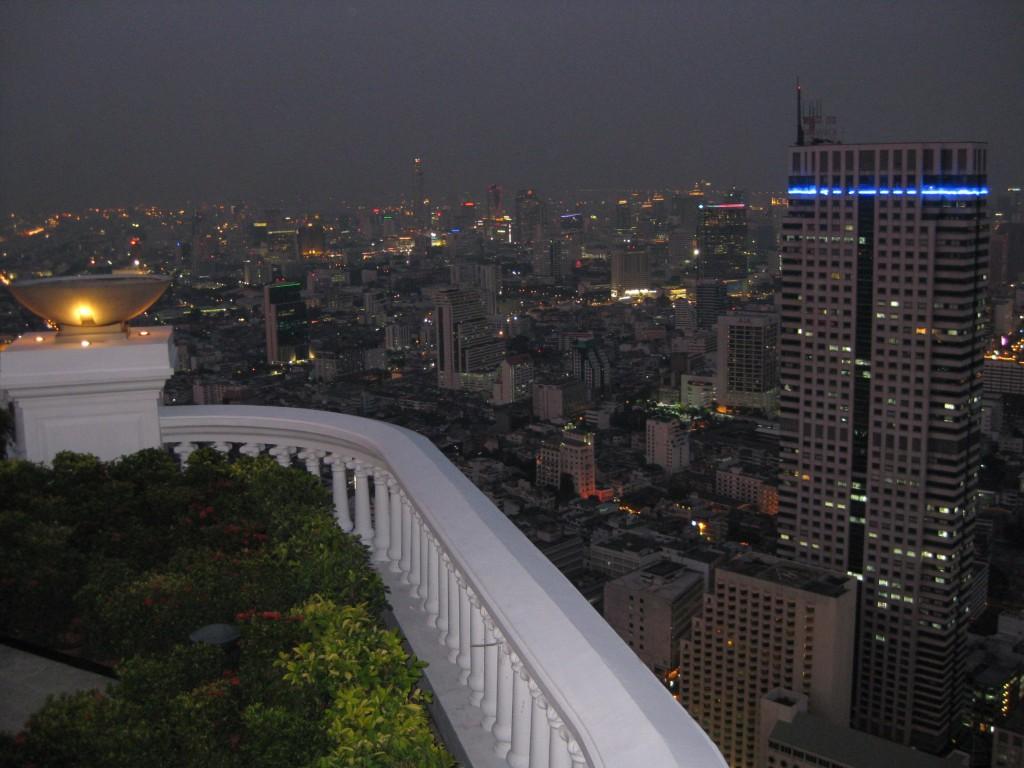 Blick von der SkyBar auf die Skyline von Bangkok