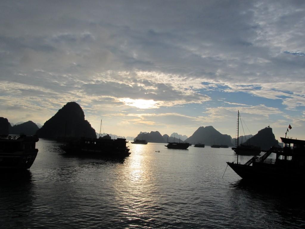 Halong Bucht Zwielicht
