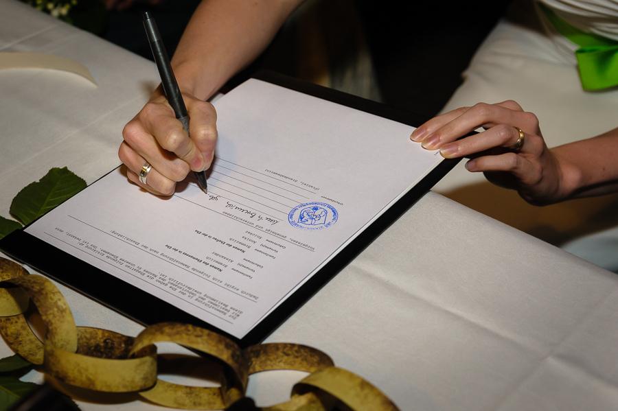 Erste Unterschrift mit dem neuen Namen