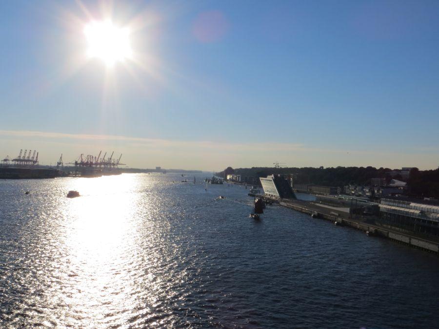 Auslaufen auf der Elbe