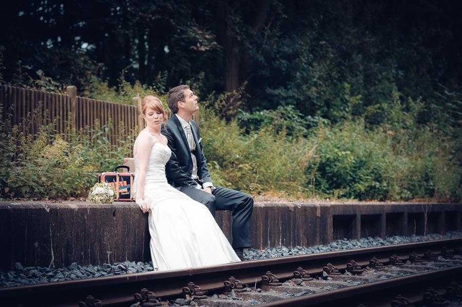 Brautpaarshooting an Schienen