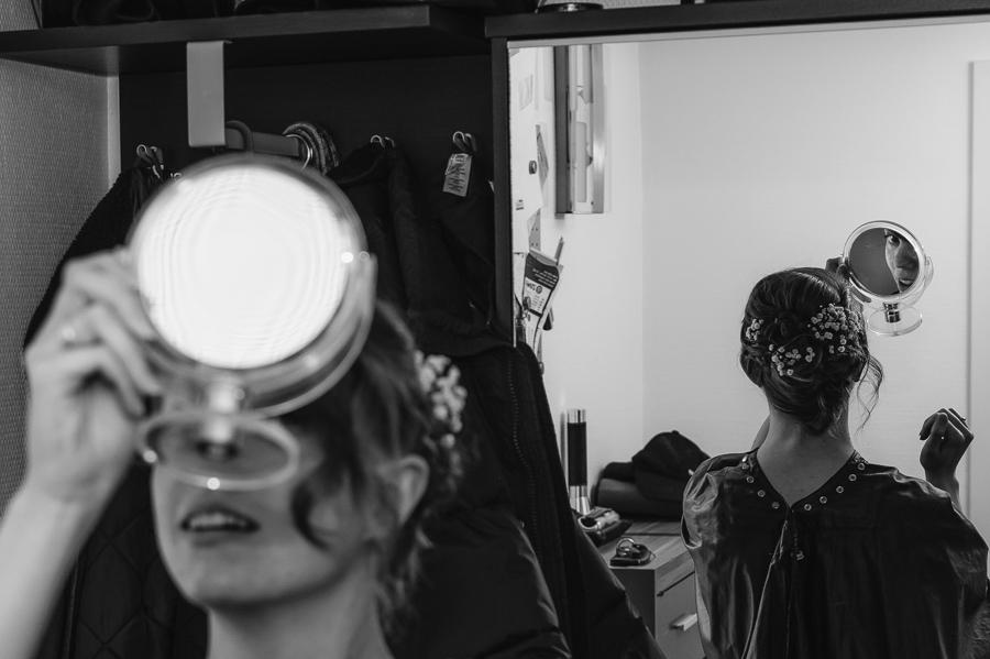 Auch gut: zweiter Spiegel für die Frisur