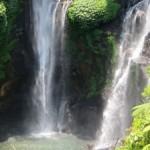 Schwimmen unter dem <br />Wasserfall Sekumpul