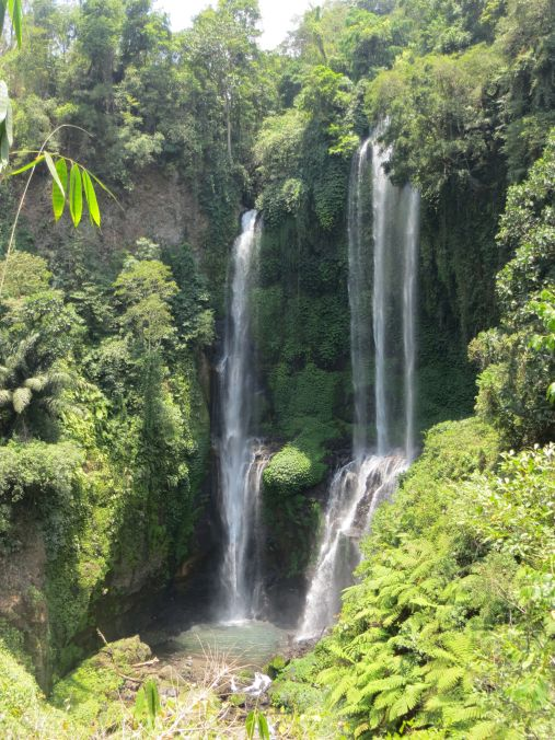 Wunderschöner Wasserfall Sekumpul