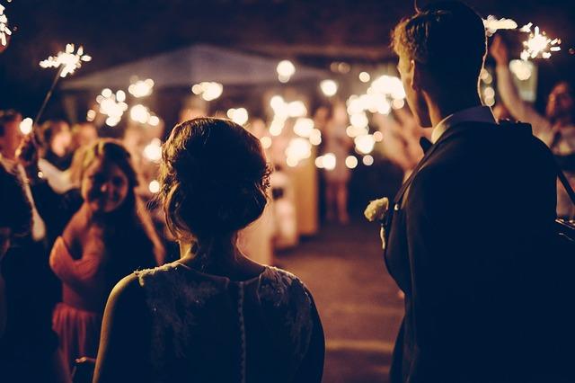 Heiratsantrag im Garten
