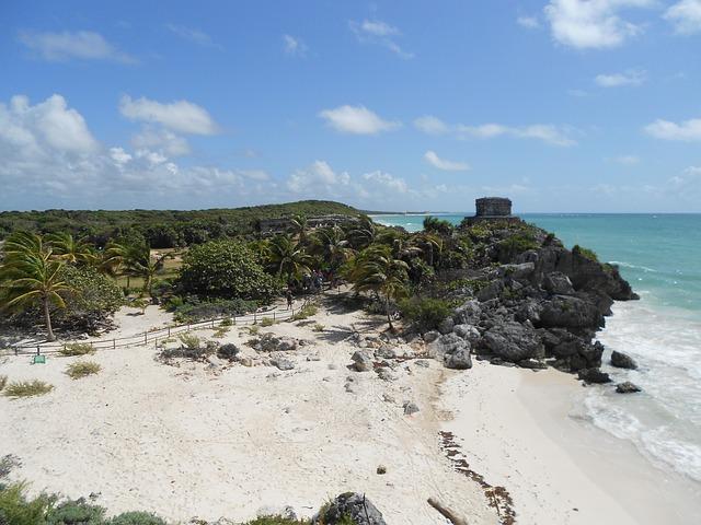 Maya Ruinen und Strand in Mexiko